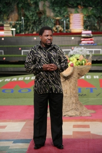 Prophet TB Joshua - There is a chain on my hands you cannot see...