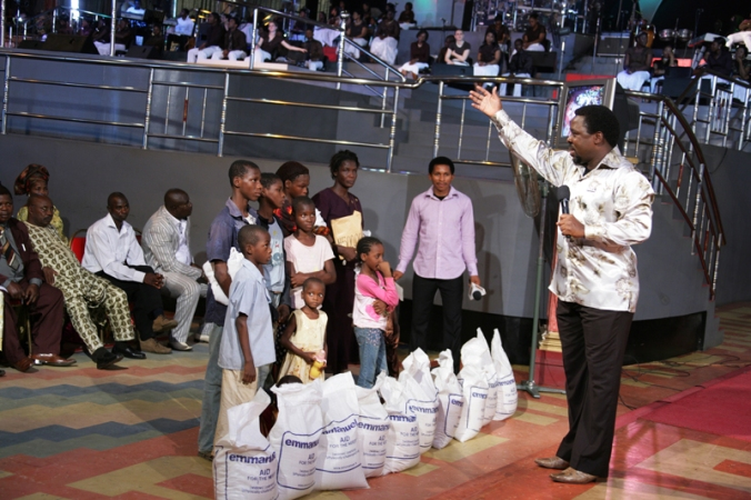 TB Joshua with the family